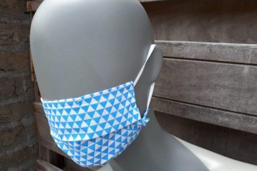 Mondkapje blauwe driehoekjes
