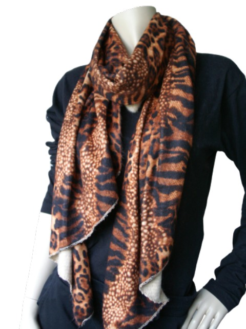 Gebreide sjaal dierenprint warme kleur