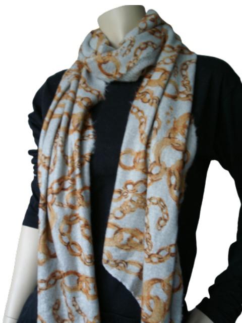 Gebreide sjaal grijs met oranje ketting opdruk