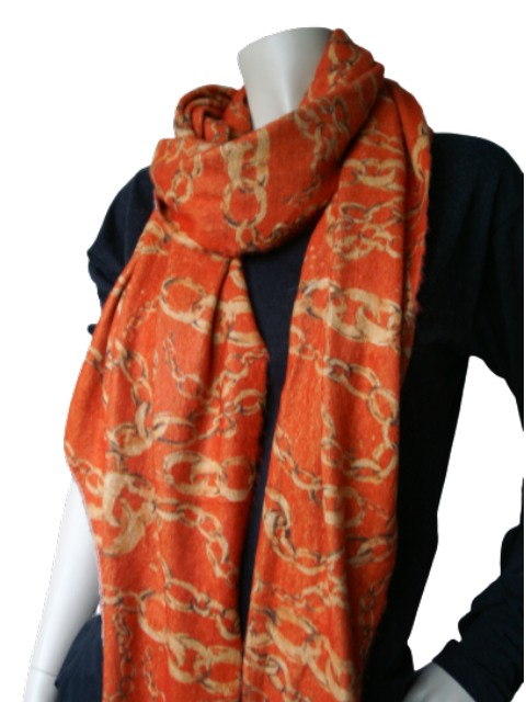 Gebreide sjaal met ketting opdruk