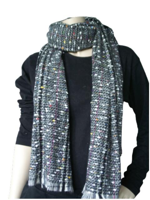 Sjaal donker grijs gemeleerd met frisse kleuren