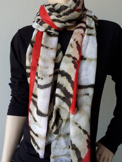 Sjaal zebra bruin met rode streep 1